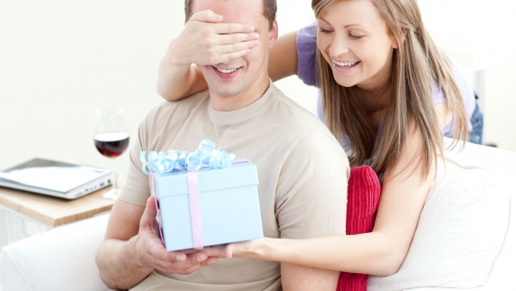 Как выбрать подарок любимому человеку в интернет-магазине косметики?