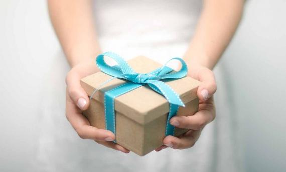 Почему подарок и поздравление – это важный аспект социальных отношений?
