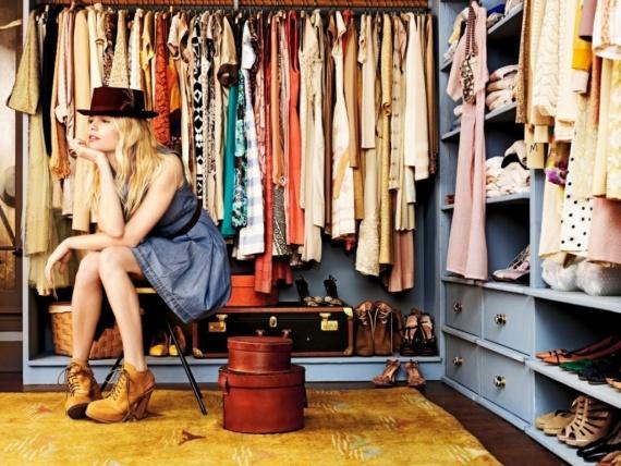 Одежда, которая обязательно должна присутствовать в гардеробе девушки. Брюки, юбки, платья