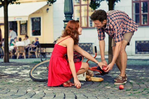 На что девушки обращают особое внимание при общении с парнем?